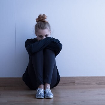 girl with depression symptoms