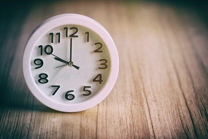 Clock reading 10pm