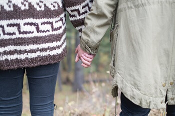 Holding hands can reduce stress
